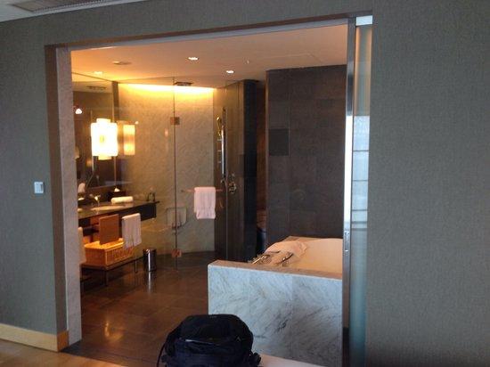 Hilton Kuala Lumpur: Nice toilet