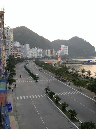 Phuong Mai Family Hotel: Sunrise view from our room, looking left.
