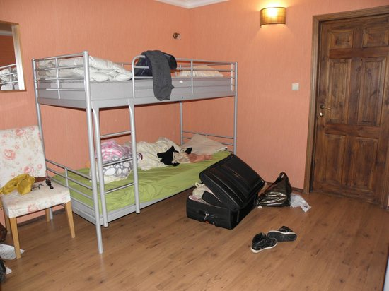Godzillas Hostel: female dorm