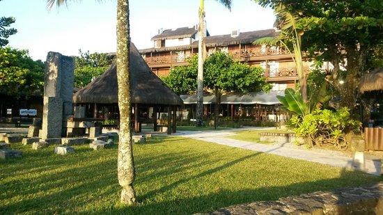Hotel Recanto das Toninhas: Jardim, de frente para o mar