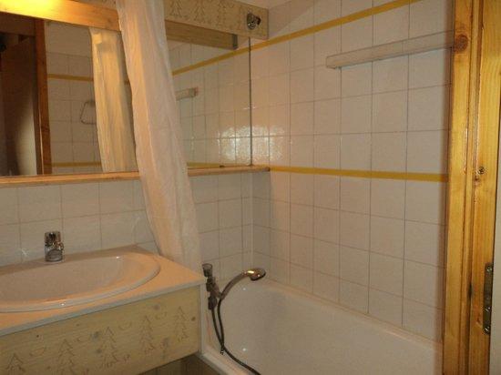 Residence Odalys Les Brigues: salle de bains