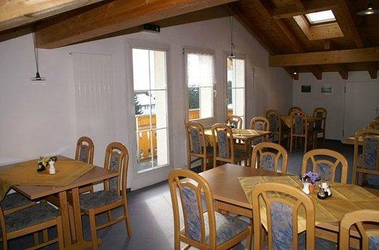 Alpenhotel Schlüssel: Frühstückssaal unter dem Dach