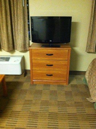 Extended Stay America - Secaucus - New York City Area: TV/dresser