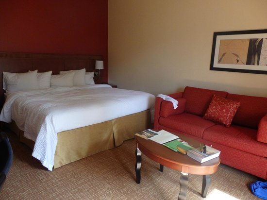 Courtyard West Palm Beach: Comfortable bed