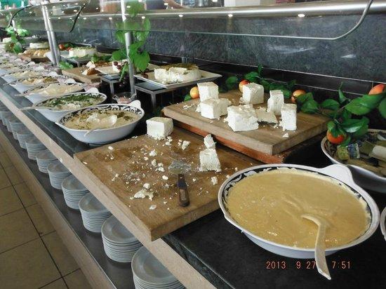Leonardo Club Hotel Eilat : Cheese buffet