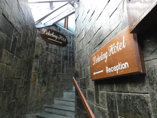Dekeling Hotel: Climb up the stairs