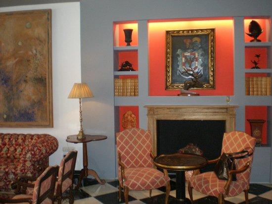 Hotel Dona Maria : фойе отеля