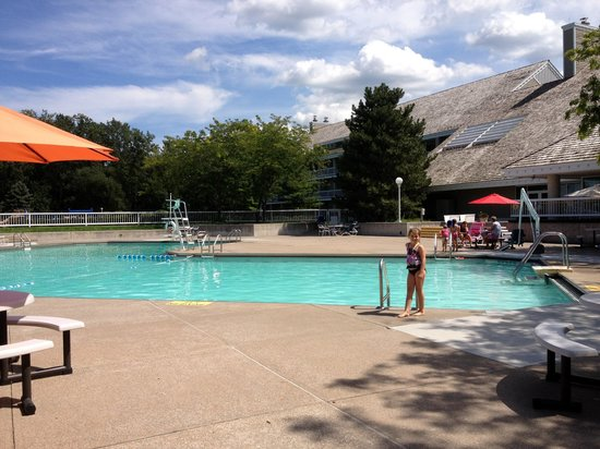 Maumee Bay Lodge and Conference Center: outdoor pool