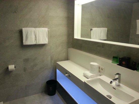 Adlers Hotel: bagno