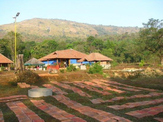 Rotti Kallu Homestay: Resort outdoor view