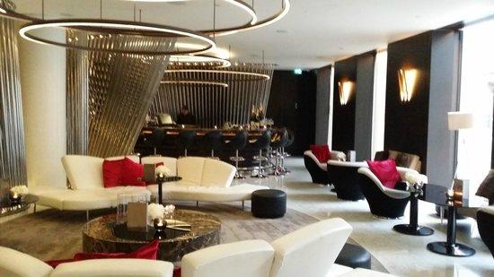 ME London Hotel: bar de la reception