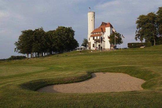 Hotel Schloss Ranzow: Golfplatz mit Schloss im Hintergrund