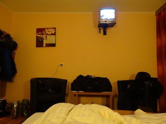 Lachtalhaus: Tv Gerät im Zimmer (inkl. verrauschtem Bild)
