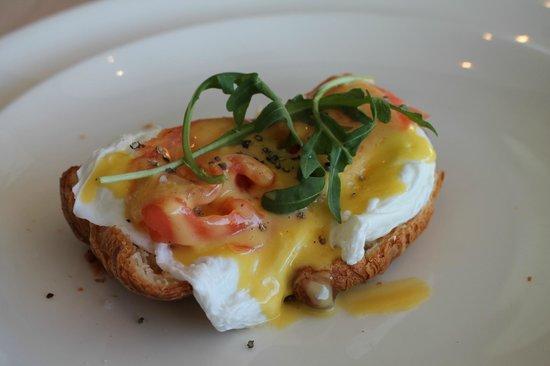 MannaBay: Egg Salmon Benedict