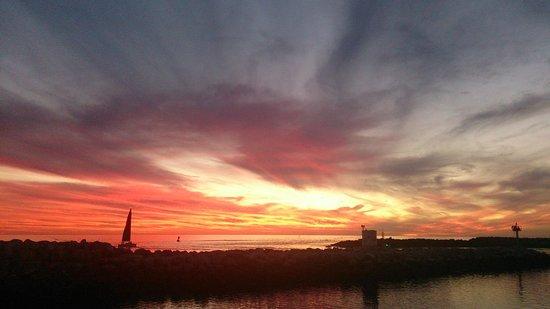 Redondo Beach Pier: 幾何学模様の夕日