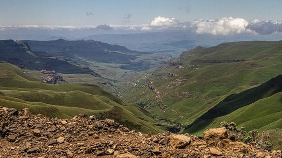 Sani Lodge Backpackers: View going up Sani Pass