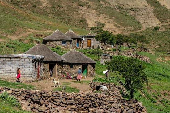 Sani Lodge Backpackers: Basotho village
