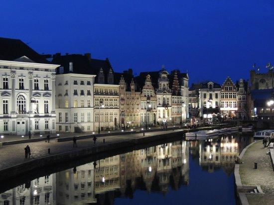 Ghent Marriott Hotel: DEvant l'Hotel