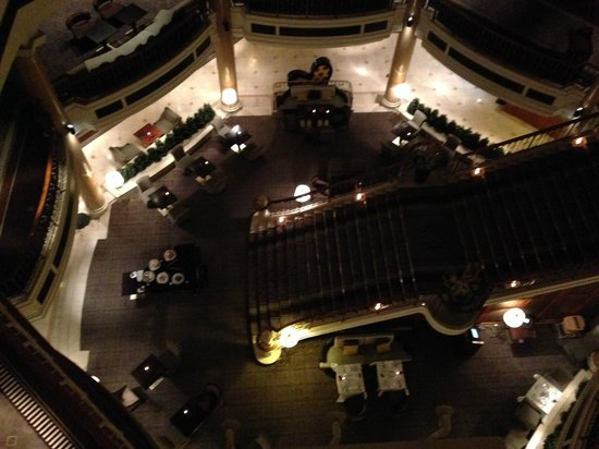 The Westin Grand Berlin: hall visto dall'alto - bellissimo !!!!