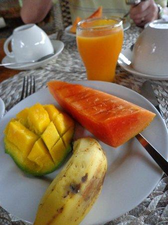 Augerine Guest House : En del av frukosten