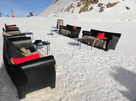 Le Diable au Coeur : coin café bar lounge,ski aux pieds,a l arrivé du télésiège du diable .