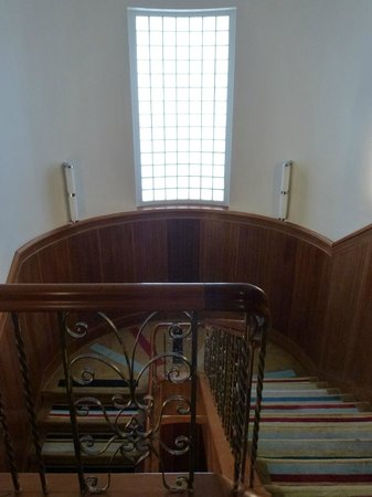 Hotel DeBrett: 1920s staircaise with original panelling