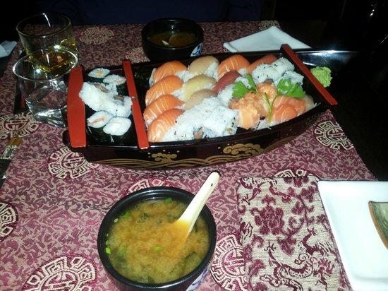 Ristorante Kyto 2: miso soup&sushi sashimi platter for 2