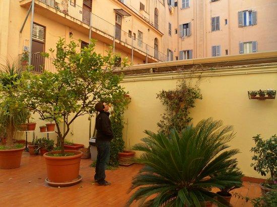 Taormina Hotel: Courtyard at the Hotel Taormina