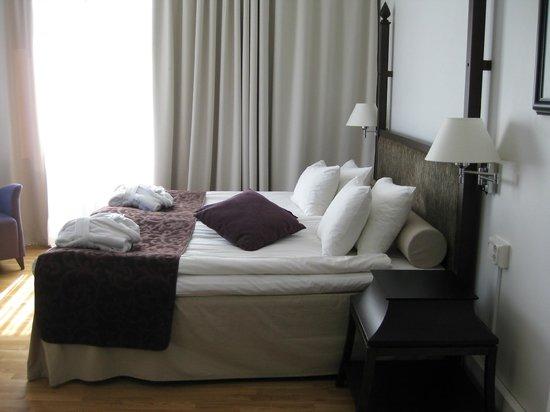 Elite Hotel Arcadia: Кровать