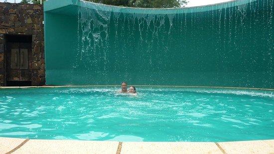 Amerian Portal del Iguazu : La piscina baja, con cascada