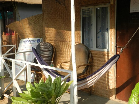 The Nest: Sit-out with hammock
