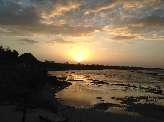 Paradise Divers Dive Center: Un coucher de soleil sur mer