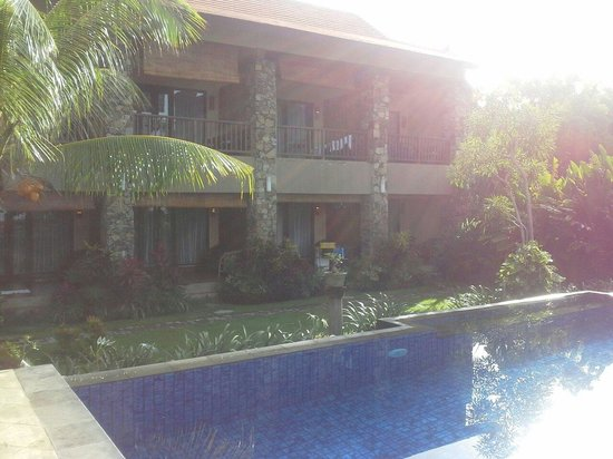 Sunset House Lombok: room with pool or sea view