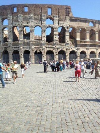 Joe Banana Limos : Rome, Italy