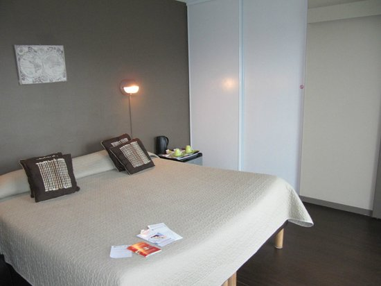 Hotel Aquitaine : комната