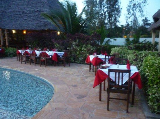 Hotel Kiwengwa Apartments: ristorazione a fine anno inono alla piscina