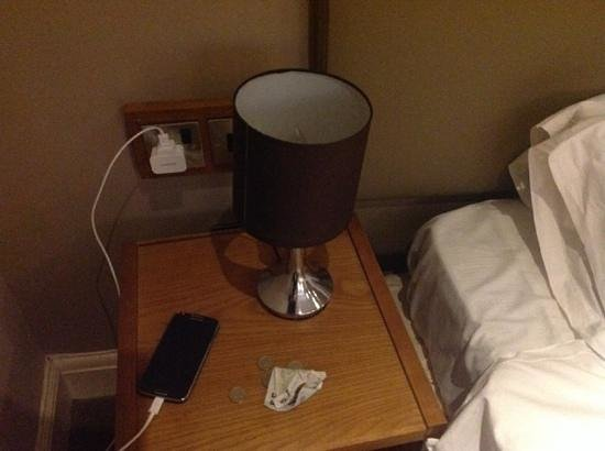 The Royal Oak at Keswick: bedside lamp doesnt work and socket behind table doesnt work