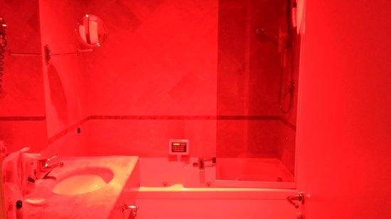 Sangallo Palace Hotel: vasca idromasaggio in camera