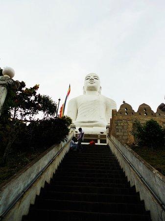 Bahiravokanda Vihara Buddha Statue: white Buddha