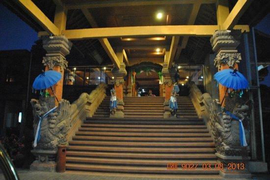Sari Segara Resort Villas & Spa: Entrada al Hotel
