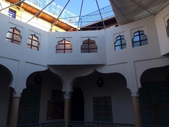 Riad Zinoun: looking into the main aitrium of the Riad, it's open air!