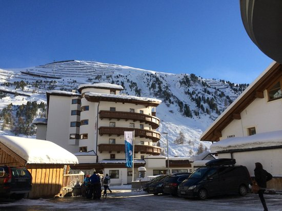 Hotel Alpenaussicht: View of the Ski Area from the front of the hotel
