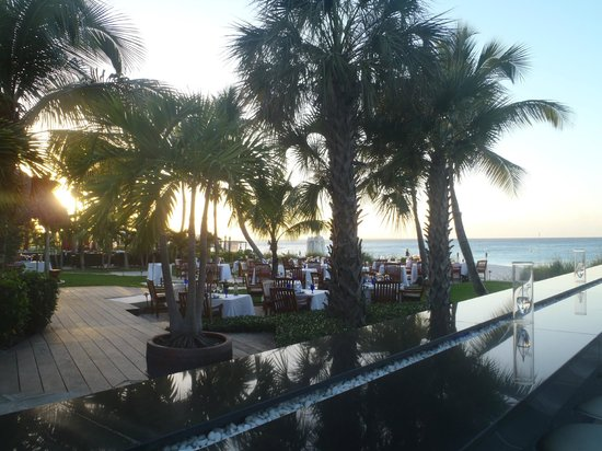 Infiniti Restaurant & Raw Bar: Great Outdoor ambience