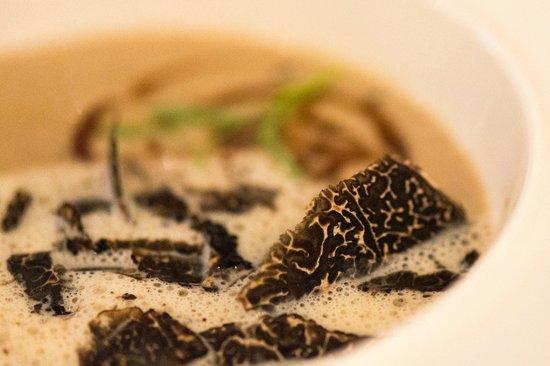 L'Evidence : velouté de champignons et truffe