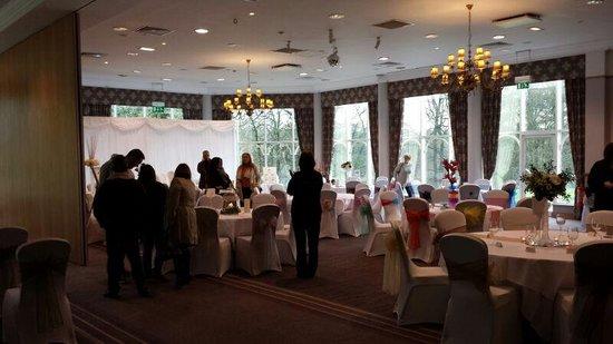 Macdonald Kilhey Court: wedding open day (split lakeside view room)
