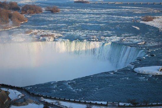 Niagara Falls Marriott Fallsview Hotel & Spa : lots of water