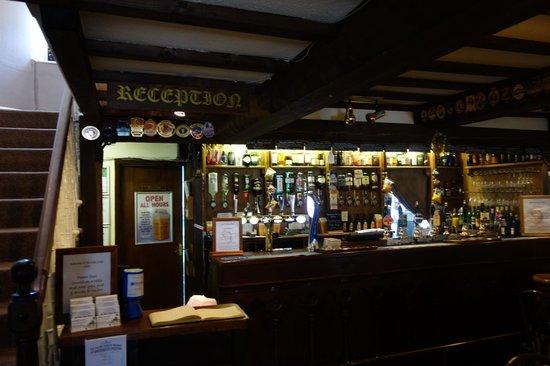 Ye Olde Nags Head: Pub