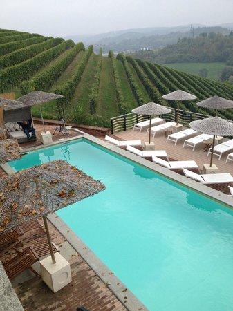 Villa Tiboldi: Pool in den Rebbergen