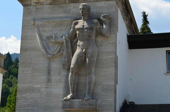 Olympiaschanze : Статуя атлета