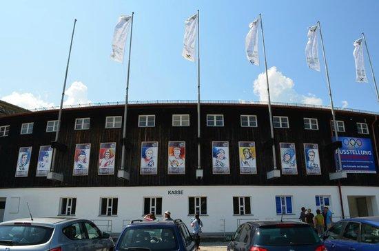 Olympiaschanze: Вид стадиона снаружи